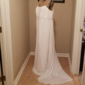 Beautiful Size 20 Wedding Dress - NEEDS DRY CLEAN